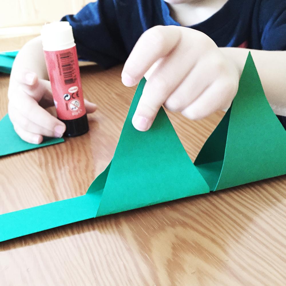 sombrero dinosaurio papel pegar pinchos notario verde On papel de pegar